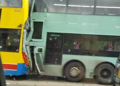 Hồng Kông: Hai xe buýt va chạm kinh hoàng, ít nhất 77 người bị thương - Ảnh 1