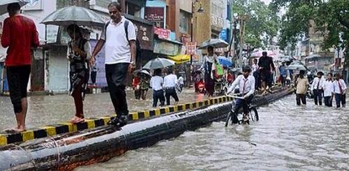 Ấn Độ: Mưa lớn khiến 86 người chết, bệnh viện chìm trong biển nước - Ảnh 4