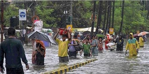 Ấn Độ: Mưa lớn khiến 86 người chết, bệnh viện chìm trong biển nước - Ảnh 1