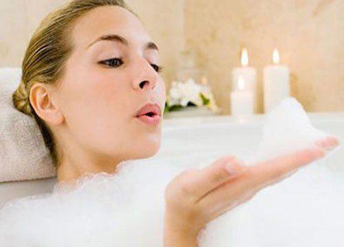 Ba việc tốt nhất không nên làm trước khi tắm để tránh những hậu quả khó lường - Ảnh 2