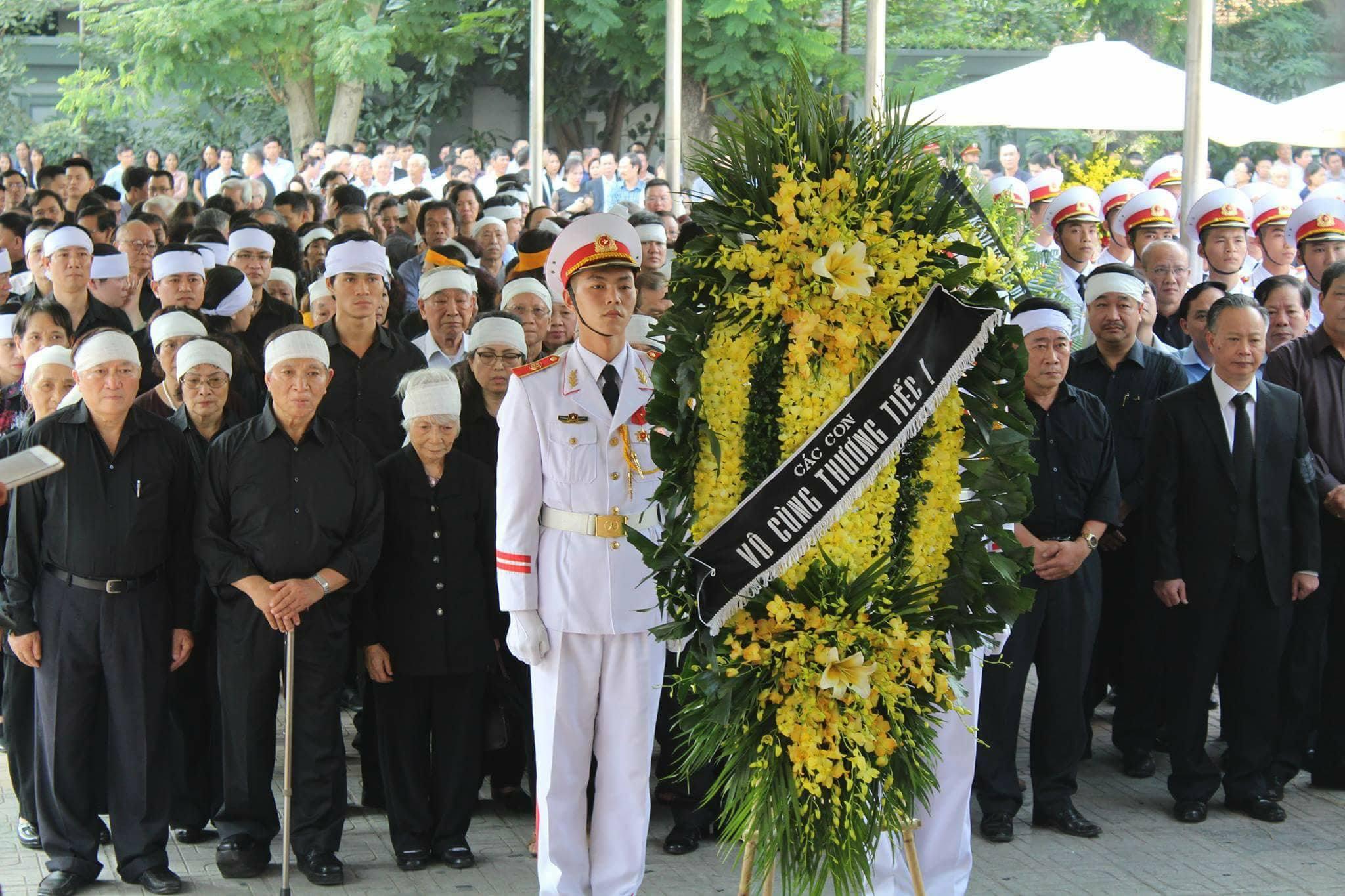 Phó Thủ tướng đến viếng cụ Hoàng Thị Minh Hồ - người hiến 5.000 lượng vàng cho cách mạng - Ảnh 4
