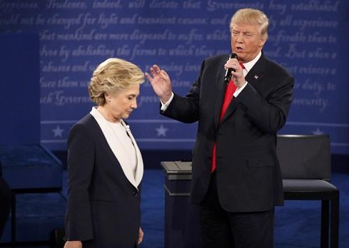 """Tổng thống Trump """"thách"""" bà Clinton tái tranh cử - Ảnh 1"""