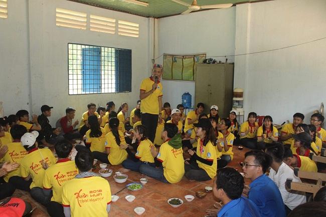 ĐH Công Nghiệp Thực phẩm Tp.HCM chia sẻ khó khăn với sinh viên xa nhà và học sinh vùng khó khăn  - Ảnh 5