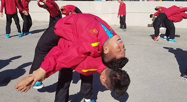 Asian Cup 2019: Cầu thủ Việt Nam tập nhẹ nhàng trước trận gặp chủ nhà Jordan  - Ảnh 3