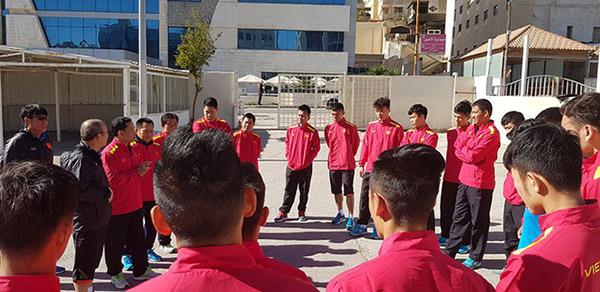 Asian Cup 2019: Cầu thủ Việt Nam tập nhẹ nhàng trước trận gặp chủ nhà Jordan  - Ảnh 2