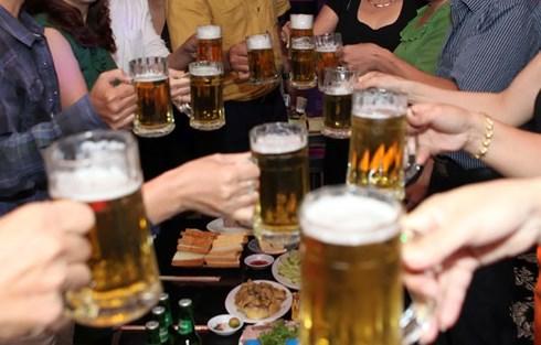 Đề xuất cấm cung cấp rượu, bia miễn phí - Ảnh 1