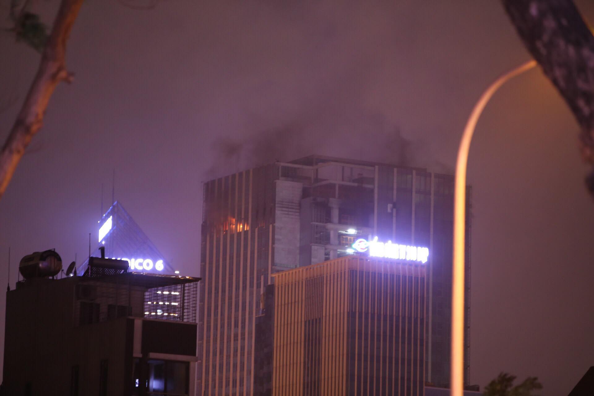 Hà Nội: Cháy lớn ở toà nhà MB Grand Tower trên đường Lê Văn Lương  - Ảnh 1