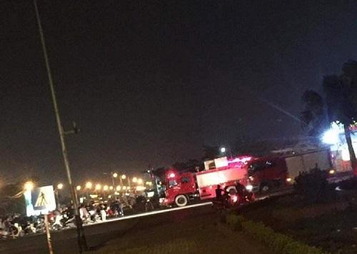 Không gọi được xe cứu thương, cảnh sát PCCC tới xử lý vụ tai nạn - Ảnh 1