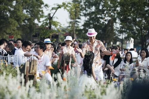 Xuân Bắc cùng hai quý tử trình diễn tại Tuần lễ thời trang trẻ em Việt Nam – Vietnam Junior Fashion Week  - Ảnh 2