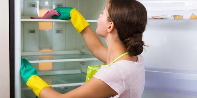"""Mẹo hay giúp các bà nội trợ """"đánh bay"""" mùi tủ lạnh  - Ảnh 1"""