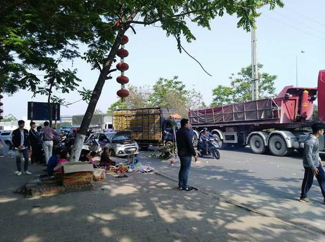 Hà Nội: Taxi chắn đường cho một buổi cúng lễ gây ùn tắc kéo dài tại Đại lộ Thăng Long  - Ảnh 1