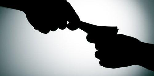 Kiểm sát viên bị bắt quả tang nhận hối lộ từ người nhà bị can - Ảnh 1