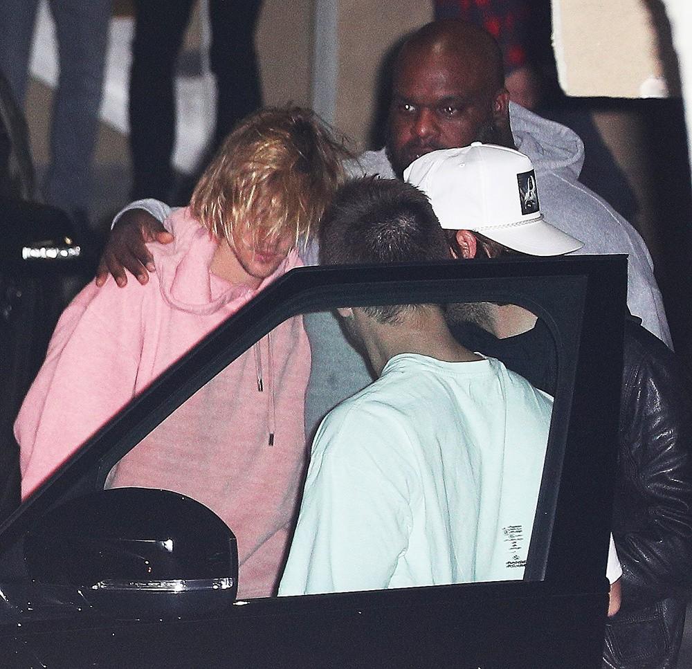 Justin Bieber bật khóc bên vợ vì tin Selena Gomez nhập viện điều trị tâm thần? - Ảnh 2
