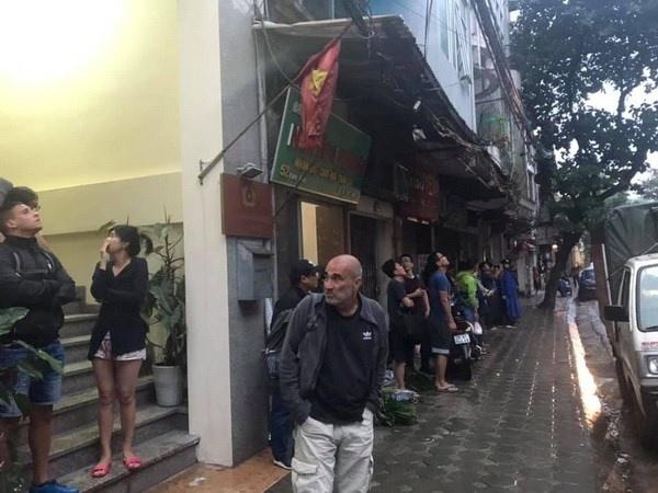 Hà Nội: Cháy khách sạn ba sao trên phố cổ, du khách hoảng loạn tháo chạy - Ảnh 2