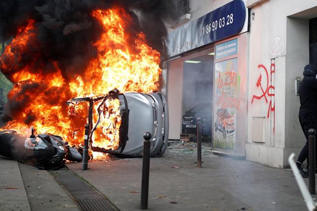 Cảnh sát Pháp bắt giữ gần 200 người bạo động ngày Quốc tế Lao động - Ảnh 2