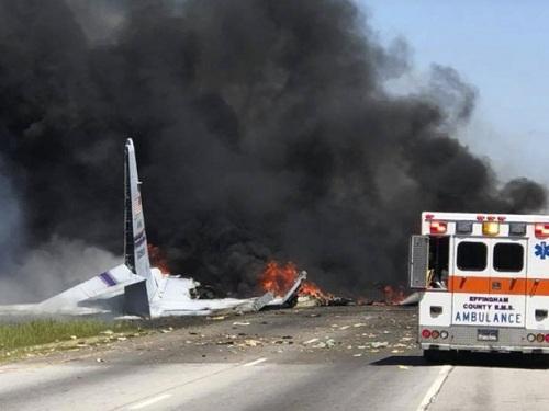 Video: Khoảnh khắc máy bay quân sự Mỹ lao thẳng xuống đất nổ tung - Ảnh 1