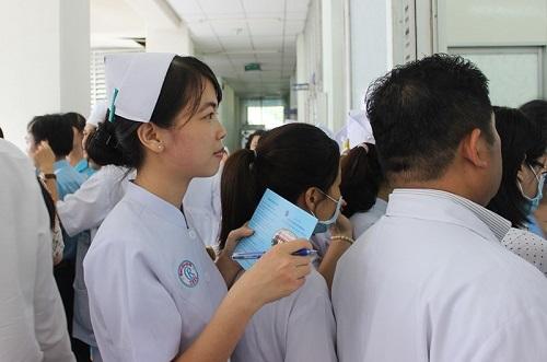 Chủ động chích ngừa cúm A/H1N1 cho 2.300 y bác sĩ Bệnh viện Chợ Rẫy - Ảnh 2