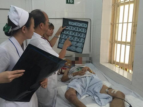 Người đàn ông nguy kịch vì căn bệnh hiếm gặp có thể khiến tử vong trong 48h - Ảnh 1