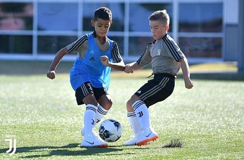 """""""Nối nghiệp cha"""", con trai Ronaldo gia nhập đội tuyển U9 Juventus  - Ảnh 1"""