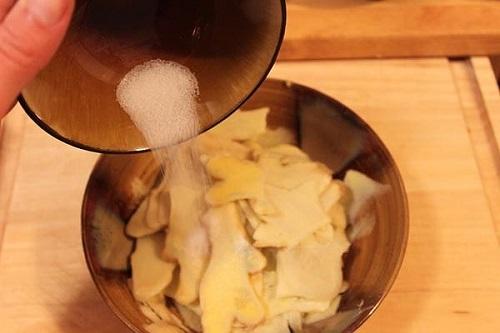 6 bài thuốc dân gian chữa nước ăn chân tại nhà cho người dân vùng lũ - Ảnh 4