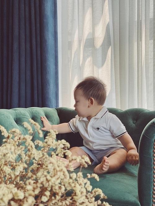 Á hậu Tú Anh công khai ảnh gương mặt con trai cưng sau nhiều tháng giấu kín - Ảnh 4