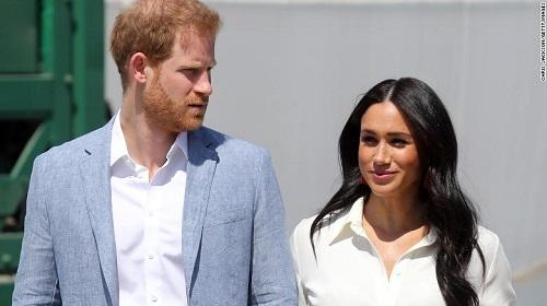 Hoàng tử Harry và công nương Meghan hé lộ bí mật hoàng gia Anh  - Ảnh 1