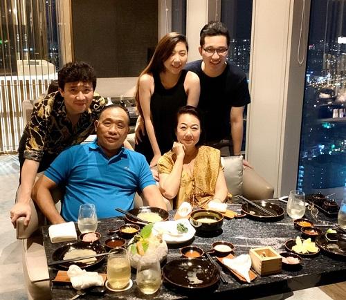 Hari Won lần đầu vắng mặt trong tiệc sinh nhật mẹ chồng, Trấn Thành lên tiếng giải thích - Ảnh 2