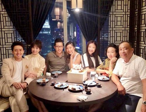 Hari Won lần đầu vắng mặt trong tiệc sinh nhật mẹ chồng, Trấn Thành lên tiếng giải thích - Ảnh 4