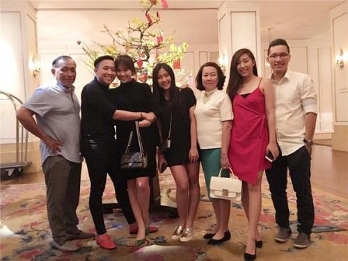 Hari Won lần đầu vắng mặt trong tiệc sinh nhật mẹ chồng, Trấn Thành lên tiếng giải thích - Ảnh 5