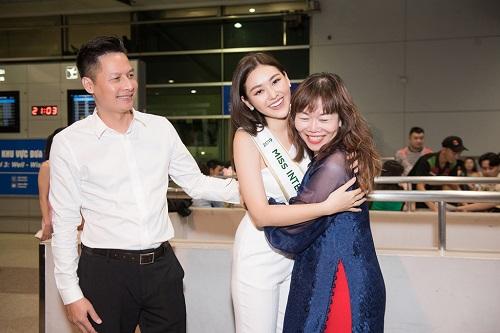Á hậu Tường San rạng rỡ lên đường sang Nhật Bản tham dự Miss International 2019 - Ảnh 2
