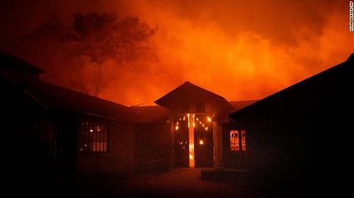 Cháy rừng ở California: Thống đốc bang tuyên bố tình trạng khẩn cấp - Ảnh 1