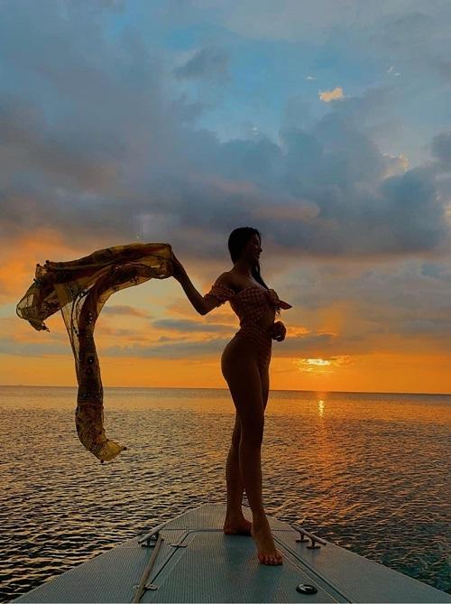 Hoa hậu Phương Khánh diện bikini gợi cảm đọ sắc với dàn người đẹp quốc tế  - Ảnh 4