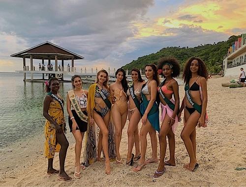 Hoa hậu Phương Khánh diện bikini gợi cảm đọ sắc với dàn người đẹp quốc tế  - Ảnh 1