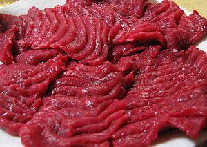 Khắc khoải với vị thanh mát nơi đầu lưỡi từ món thịt ngựa sống - Ảnh 1