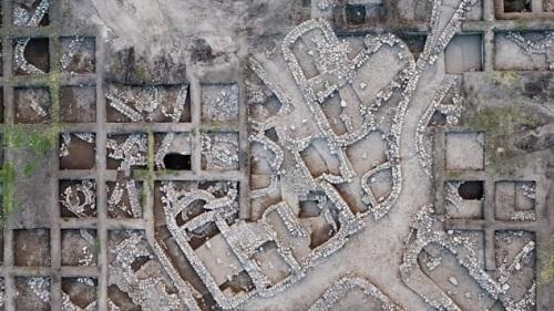 Các nhà khảo cổ tìm thấy thành phố 5.000 tuổi hiện đại như New York ở Isarel - Ảnh 1