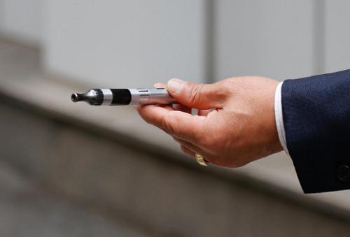 Hàn Quốc cấm sử dụng thuốc lá điện tử dạng lỏng tại các căn cứ quân sự - Ảnh 1