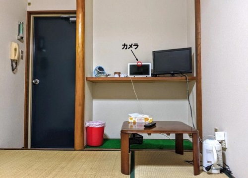 Khách sạn tính phí 1 USD/ngày với điều kiện bạn phải live-stream 24/24  - Ảnh 3