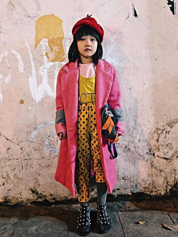"""Cô bé vô gia cư xinh xắn ở Hà Nội tự phối đồ """"cực chất"""" từ quần áo cũ  - Ảnh 2"""