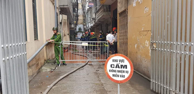 Hà Nôi: Cháy ngôi nhà 5 tầng trên phố Lạc Trung, 9 người may mắn thoát chết - Ảnh 2