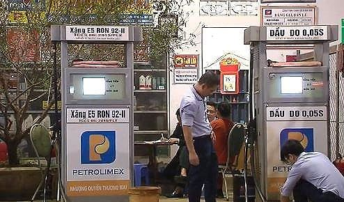 Nghệ An: Phát hiện cửa hàng kinh doanh xăng không đảm bảo chất lượng - Ảnh 1