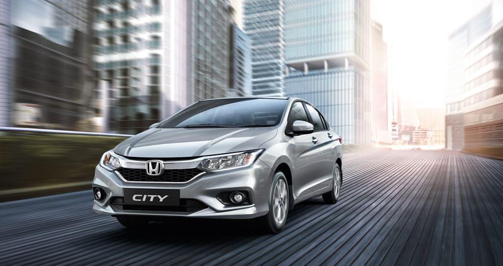Bất ngờ mẫu ô tô bán chạy nhất tháng 4 tại Việt Nam - Ảnh 10