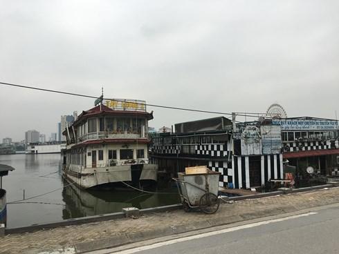 Du thuyền bỏ hoang ở Hồ Tây bất ngờ bốc cháy dữ dội - Ảnh 3