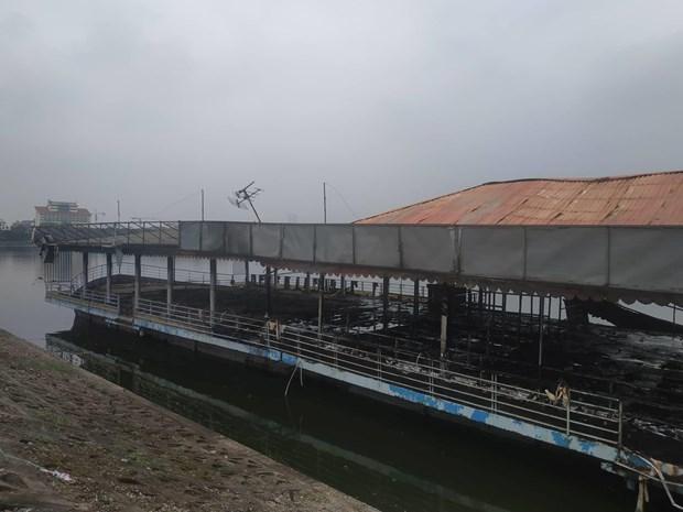 Du thuyền bỏ hoang ở Hồ Tây bất ngờ bốc cháy dữ dội - Ảnh 2