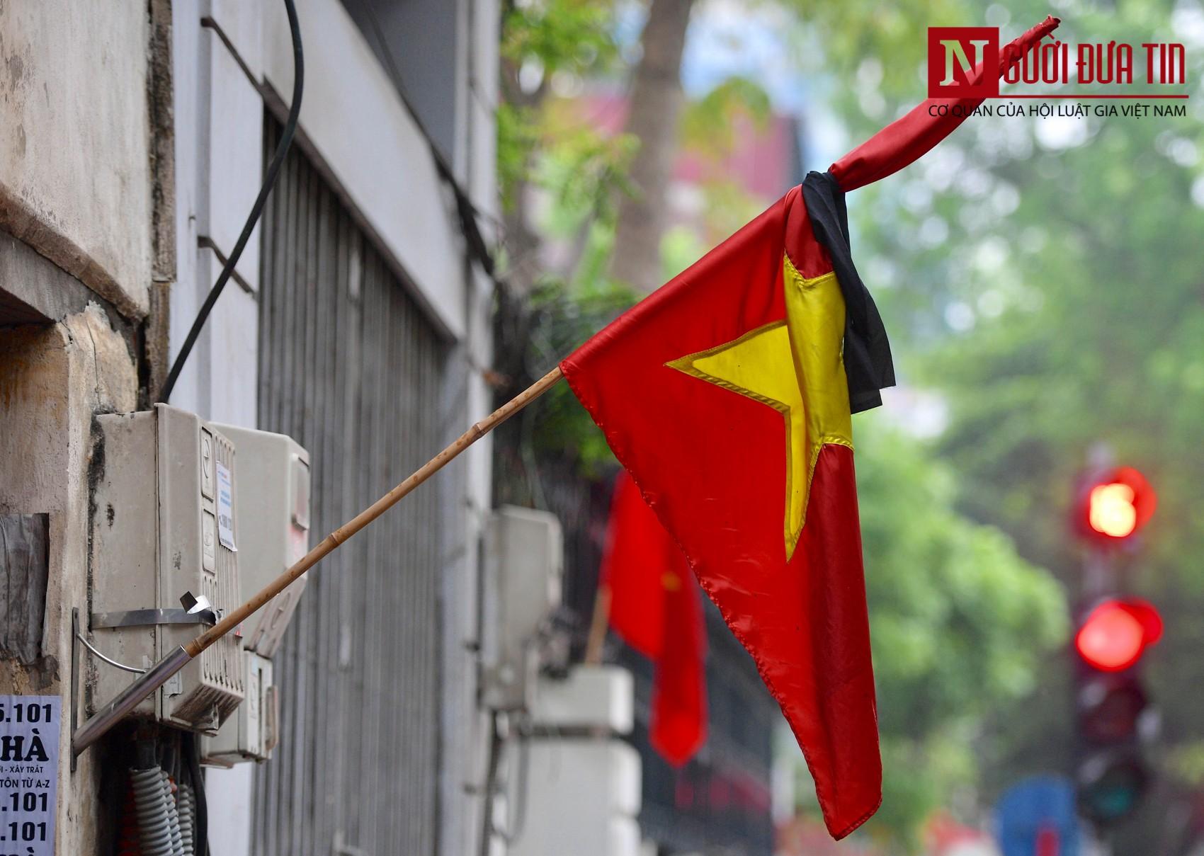 [Chùm ảnh] Các cơ quan, công sở đồng loạt treo cờ rủ Quốc tang Nguyên Chủ tịch nước Lê Đức Anh - Ảnh 11