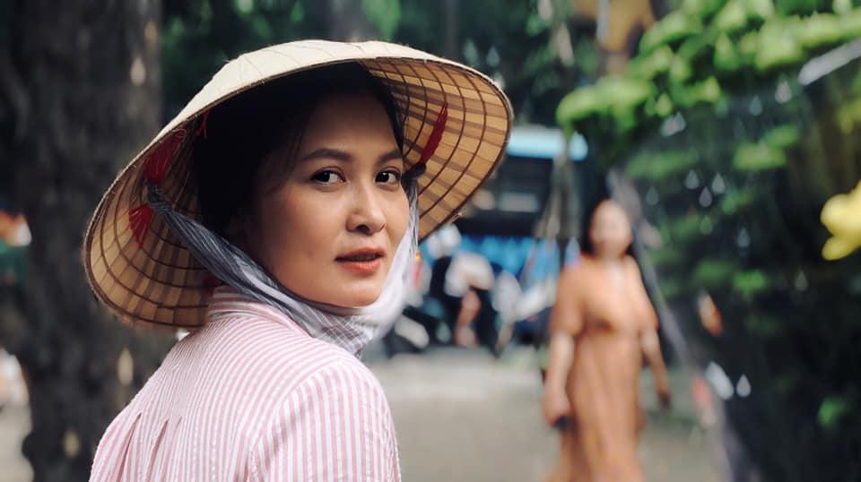 Nhan sắc của người phụ nữ khiến ông Sơn cảm mến trong phim Về nhà đi con - Ảnh 1
