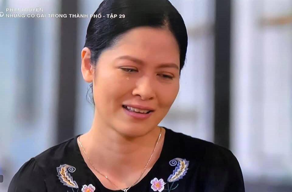 Nhan sắc của người phụ nữ khiến ông Sơn cảm mến trong phim Về nhà đi con - Ảnh 6