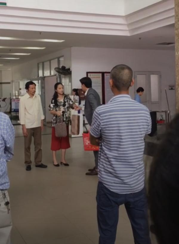 Phim Về nhà đi con: Xôn xao thông tin Vũ bị phá sản, Anh Thư bất ngờ nhập viện - Ảnh 2