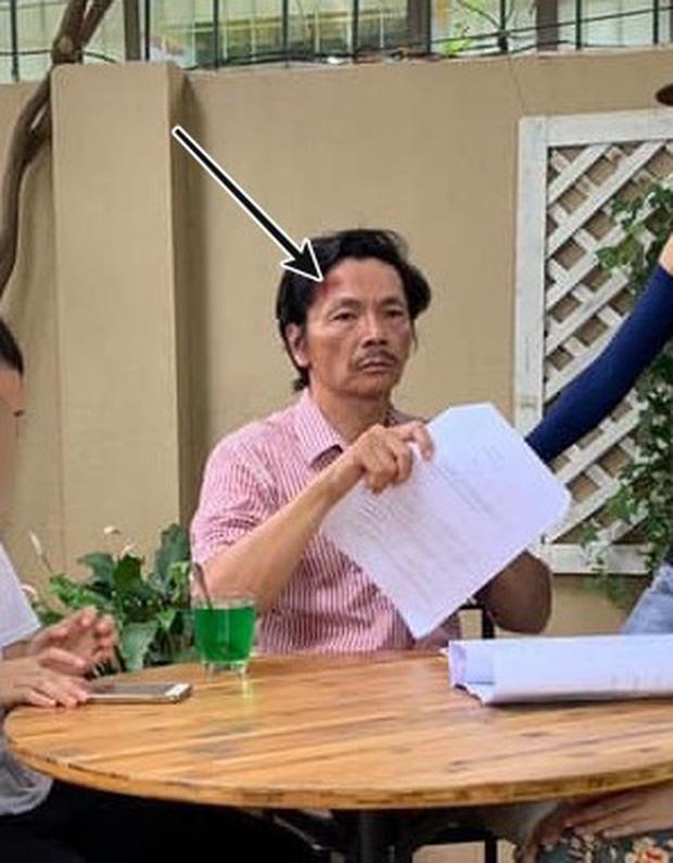 Fan 'Về nhà đi con' hoang mang khi thấy hình ảnh ông Sơn bị thương - Ảnh 1