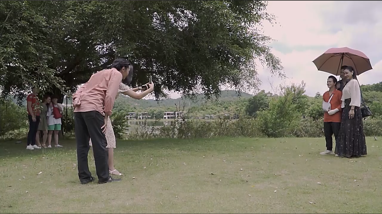 Phim Về nhà đi con ngoại truyện tập 5 (tập cuối): Ông Sơn xuất chiêu kéo Quốc về cho Huệ - Ảnh 3