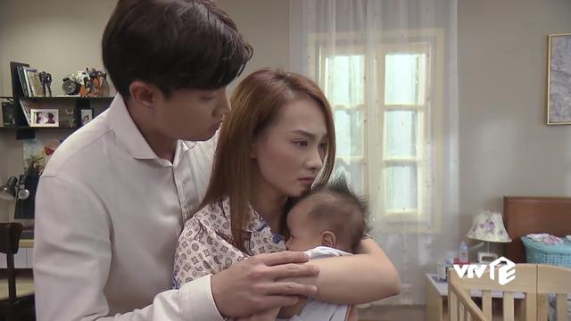 Phim Về nhà đi con tập 81: Vũ ân hận ôm chặt mẹ con Thư xin cơ hội làm lại - Ảnh 4